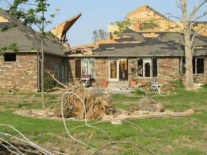 maison arbre tomber